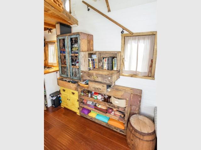 Un meuble recup' pour créer du stockage mais pas que ! - Tiny House Giant Journey