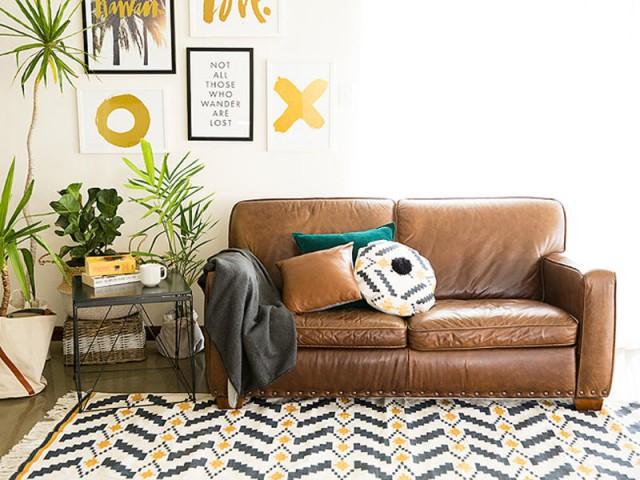 Trois petits coussins pour égayer un petit canapé - Quand les coussins dynamisent nos canapés
