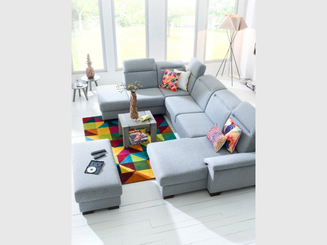 Quelques coussins pour une touche de couleur sur un canapé classique - Quand les coussins dynamisent nos canapés
