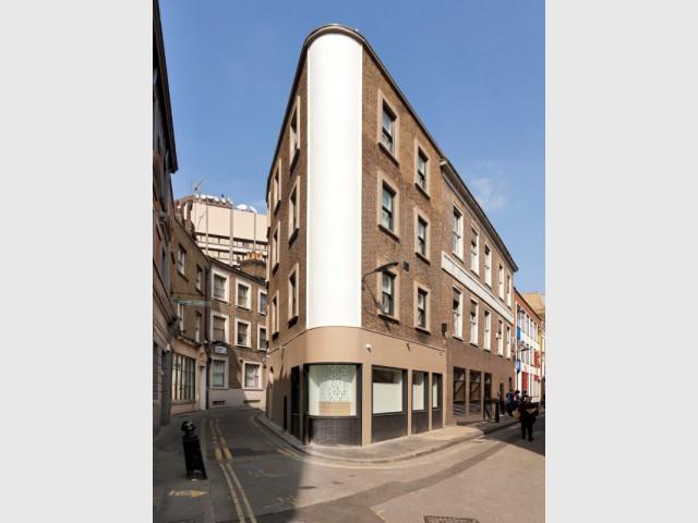 Un immeuble de bureaux en forme de fer à repasser - Flatiron House by FORM Design Architecture