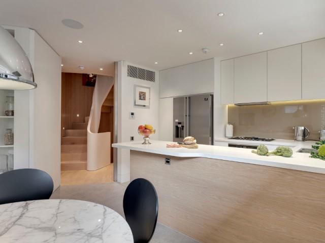 Une pièce unique à chaque étage - Flatiron House by FORM Design Architecture