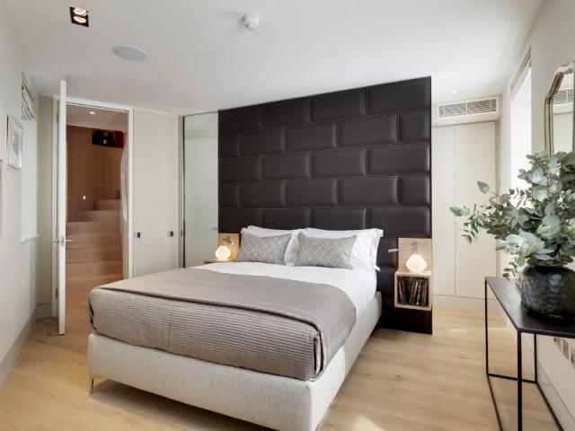 Des chambres élégantes et leurs salles de bains dissimulées - Flatiron House by FORM Design Architecture