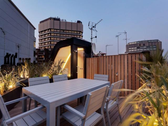 Tout en haut de l'escalier, la terrasse  - Flatiron House by FORM Design Architecture