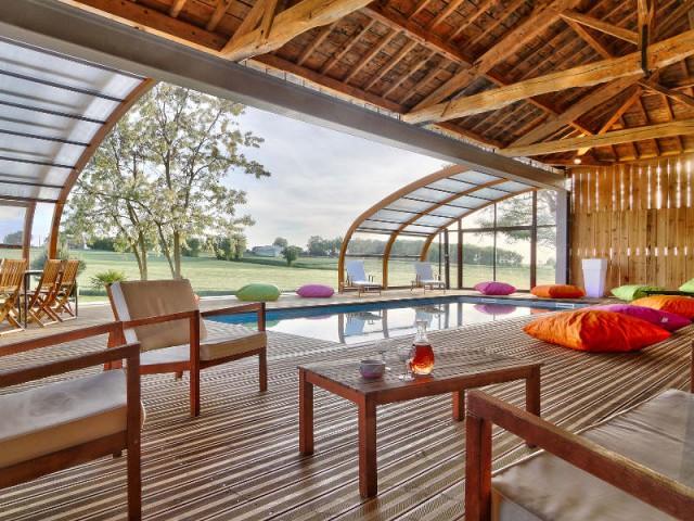 troph es de la piscine 2015 zoom sur les plus belles piscines de france 1 2. Black Bedroom Furniture Sets. Home Design Ideas