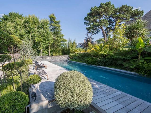 Catégorie piscine familiale de forme angulaire et couloir de nage - Trophées de la piscine 2015 : Des piscines de rêve chez soi (1/2)