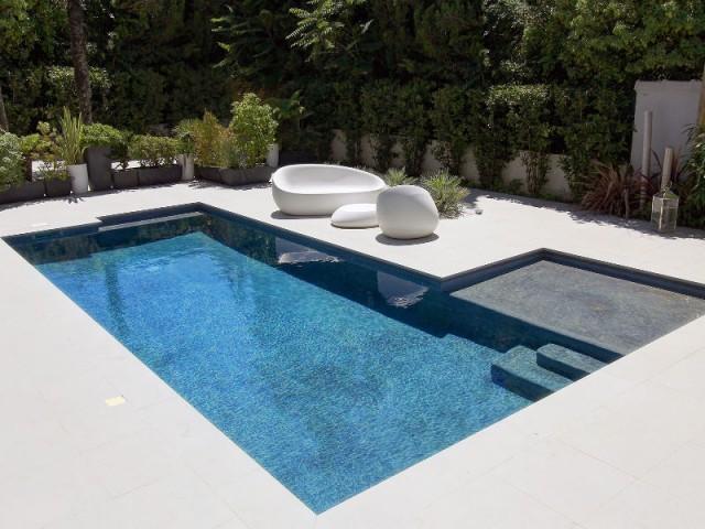 Catégorie piscine citadine inférieure à 30 m2 de forme angulaire - Trophées de la piscine 2015 : Des piscines de rêve chez soi (1/2)