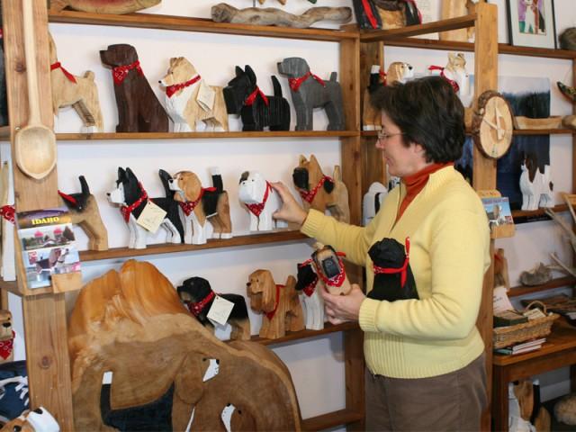 Une boutique de souvenirs consacrée aux beagles - Une maison en forme de chien