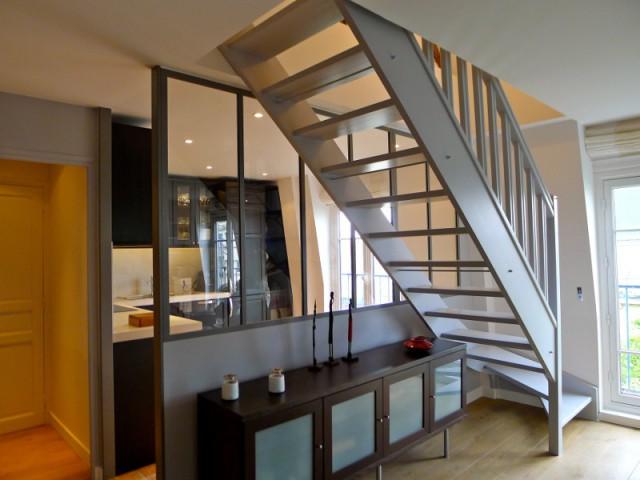 Une verrière pour séparer la cuisine du séjour - Avant/après : un duplex valorisé et optimisé