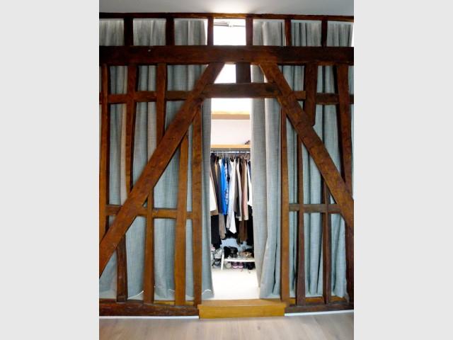 Dans la chambre, un dressing sous une verrière - Avant/après : un duplex valorisé et optimisé