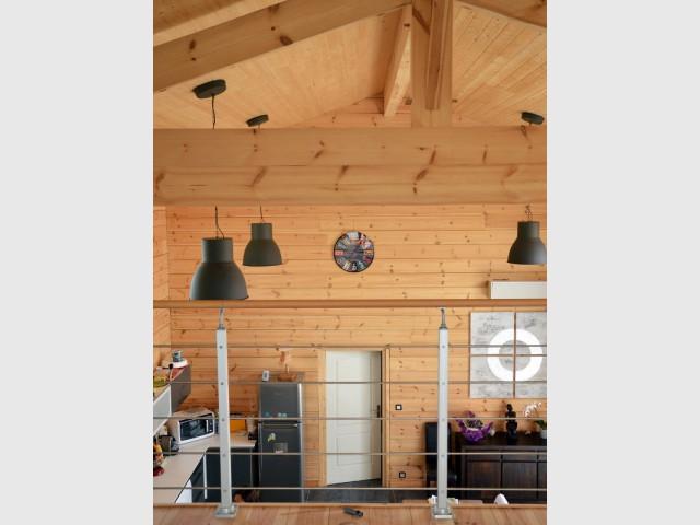 Une isolation en ouate de cellulose au plafond - Maison en bois massif