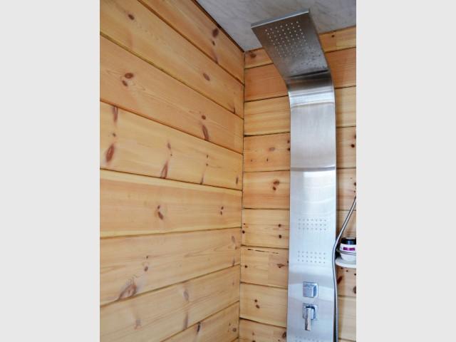 Du bois jusque dans... la douche ! - Maison en bois massif
