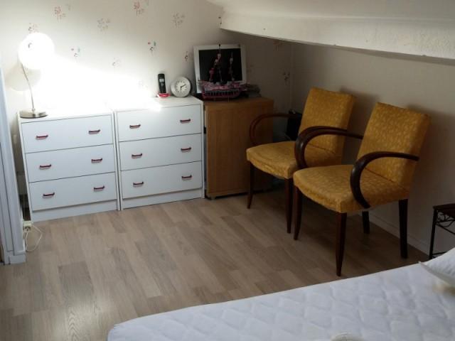 Des fauteuils et des commodes remplacés par... - Salle de bains sous les toits