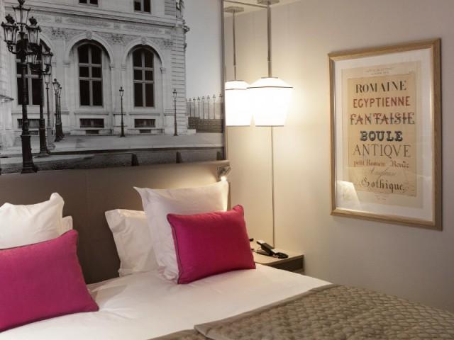 Des affiches anciennes pour décorer les chambres - Hôtel La Lanterne - Paris