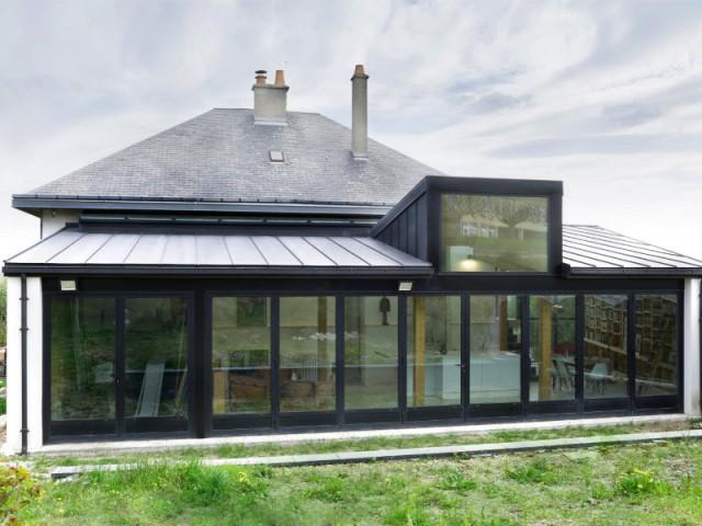 Une extension en rez-de-jardin qui s\'ouvre sur 9 mètres de long