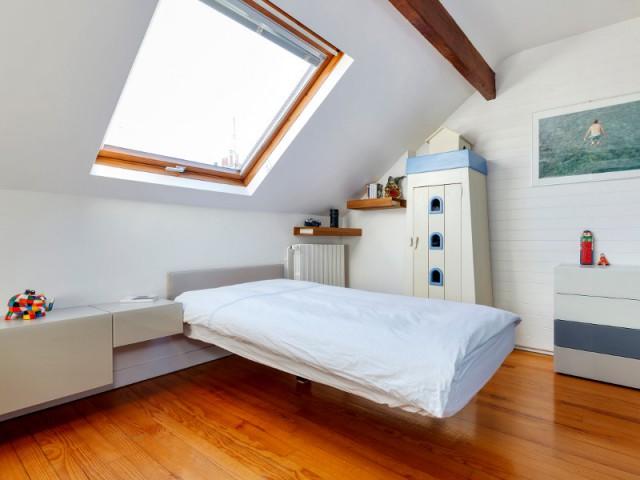 Un lit en suspension, source d'inspiration - Aménagement de deux chambres d'enfant