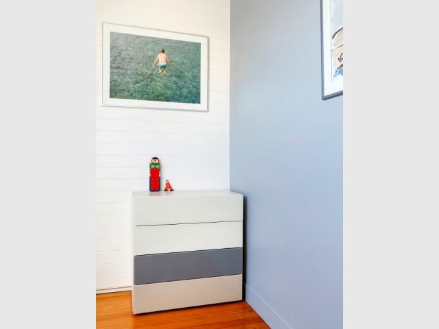 Des camaïeux de couleur beige, bleu, gris - Aménagement de deux chambres d'enfant