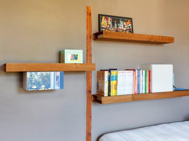 Une étagère en forme d'arbre - Aménagement de deux chambres d'enfant
