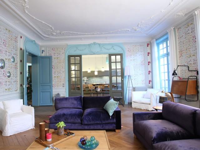 Une grande pièce à vivre, point de ralliement de la famille - Un Haussmannien dynamisé par un joyeux mélange