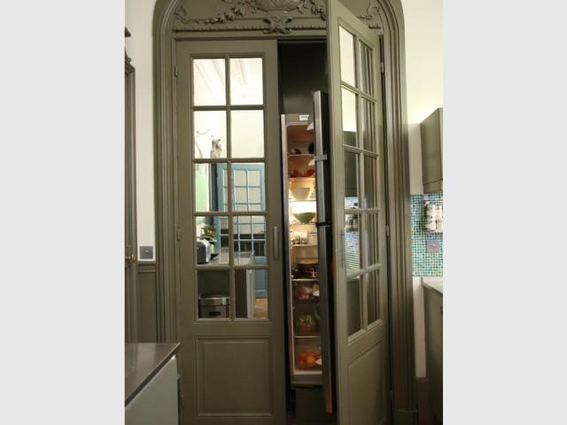 Un réfrigérateur bien caché - Un Haussmannien dynamisé par un joyeux mélange