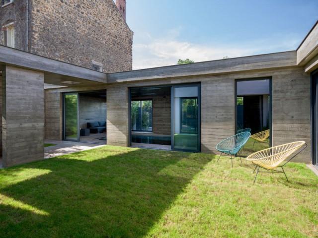 Une extension en béton contemporaine pour protéger le bassin - SKP Architecture - Aqua System - L'esprit piscine