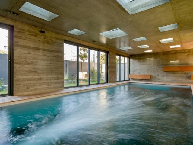 10 piscines d 39 int rieur pour se baigner toute l 39 ann e for Extension piscine couverte
