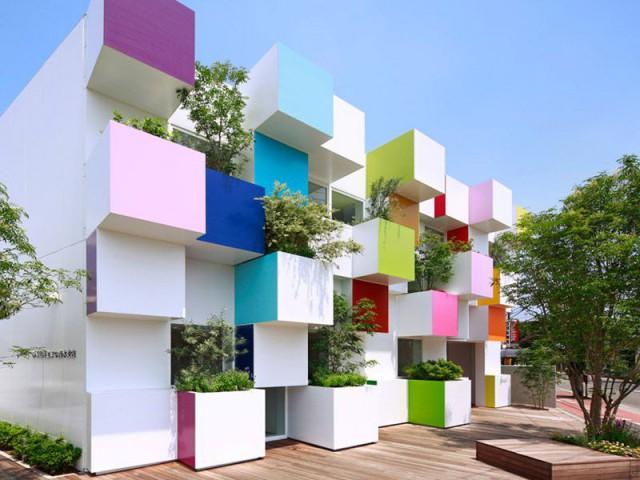 Des cubes colorés pour une banque japonaise - Sugamo Shinkin Bank