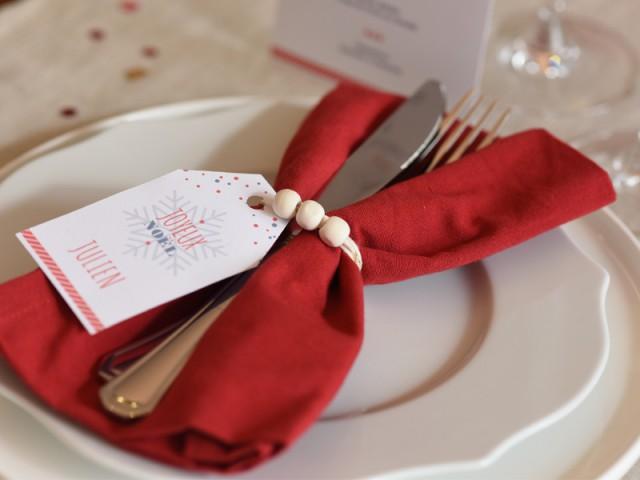 Un rond de serviette fabriqué à partir d'un bracelet - Tables de Noël