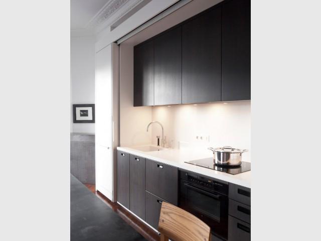 Chêne noir et quartz blanc pour une élégance totale - Cuisine Charles Bigant