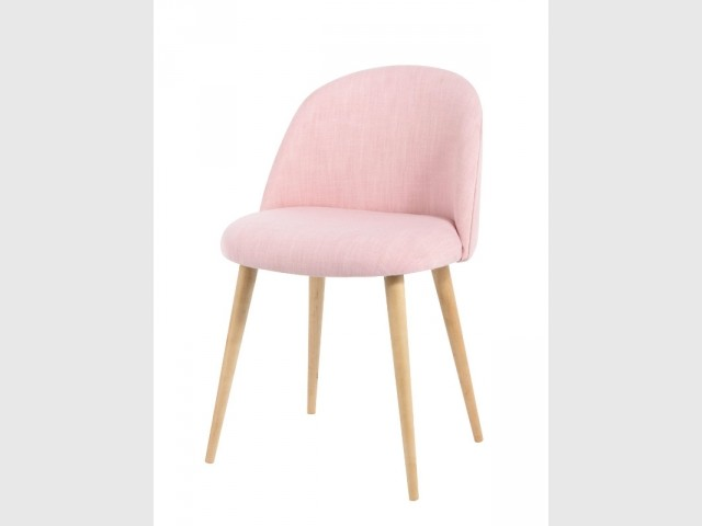 Une chaise vintage rose Quartz - Tendance Rose Quartz et Serenity