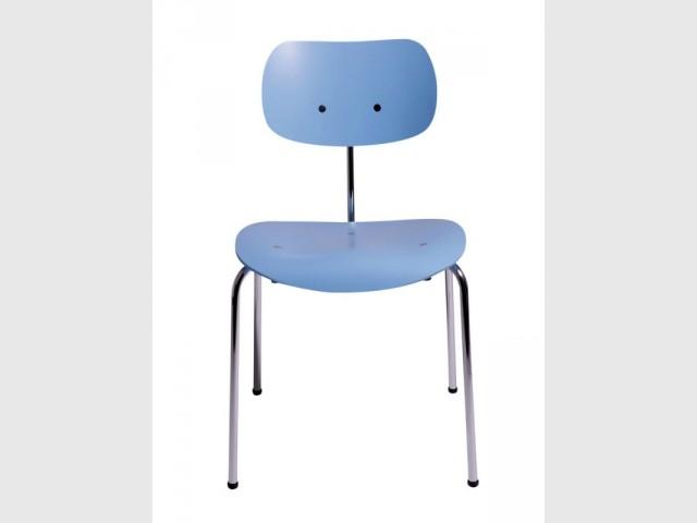 Une chaise couleur bleu Serenity - Tendance Rose Quartz et Serenity
