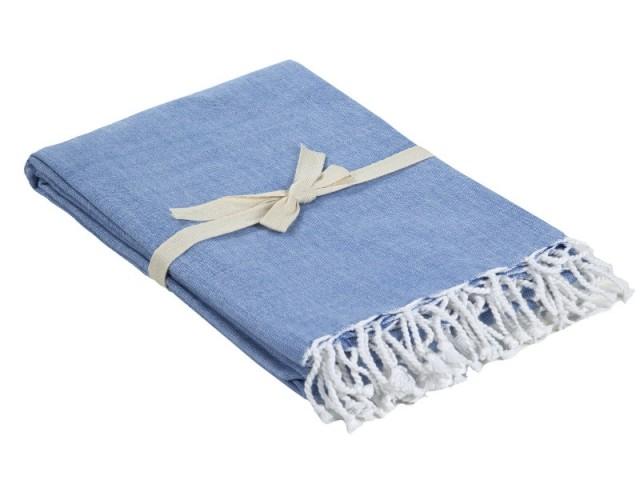 Un plaid coloris bleu Serenity - Tendance Rose Quartz et Serenity