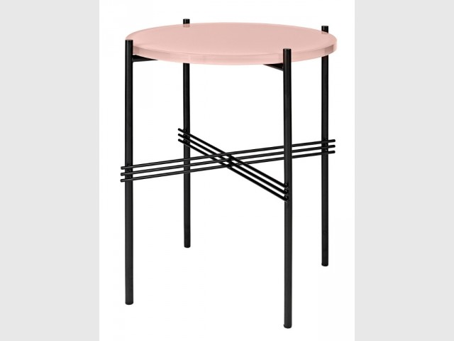 Un table bout de canapé rose Quartz - Tendance Rose Quartz et Serenity