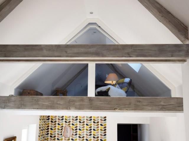 Une mezzanine vitrée pour accueillir les enfants - Maison vigneronne rénovée