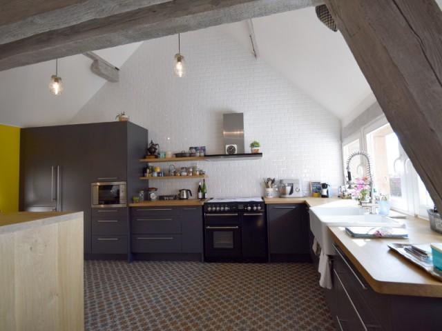 Une cuisine tout en légèreté pour ne pas être assombrie - Maison vigneronne rénovée