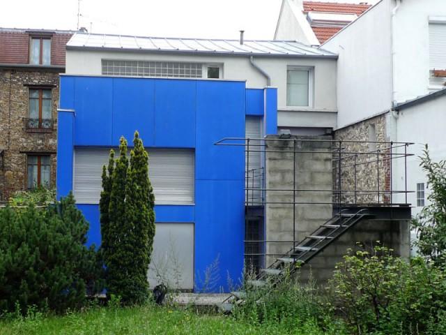 Avant : côté jardin, une extension bleu roi... plutôt originale - Rénovation d'une maison de ville