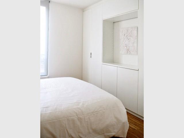 Des rangements intégrés pour un rendu sobre et un agencement malin - Appartement parisien de 40 m2