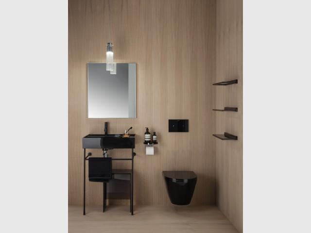 Le noir, couleur phare des salles de bains