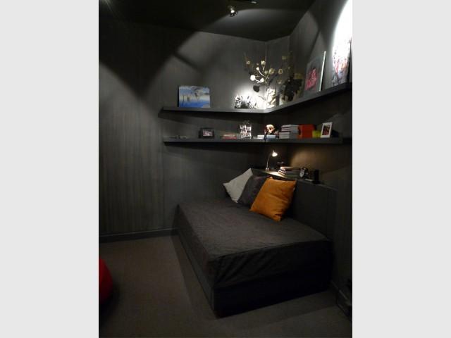 Un espace de relaxation plein de mystère - Rénovation d'une cave parisienne