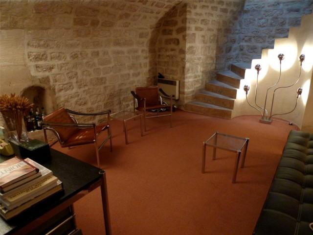 Mobilier simple et fonctionnel - Rénovation d'une cave parisienne