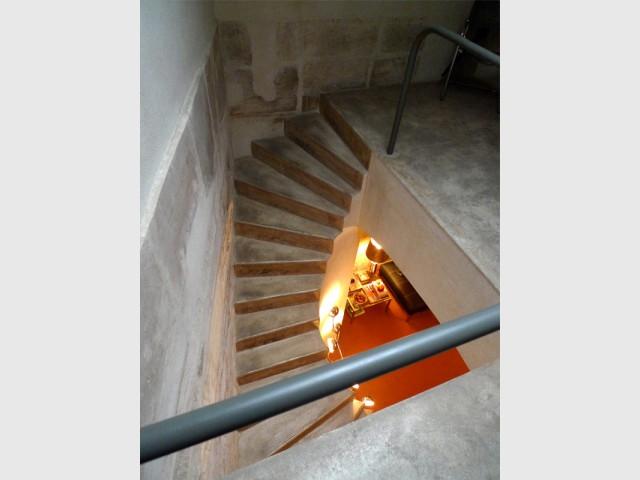 Un imposant escalier en colimaçon - Rénovation d'une cave parisienne