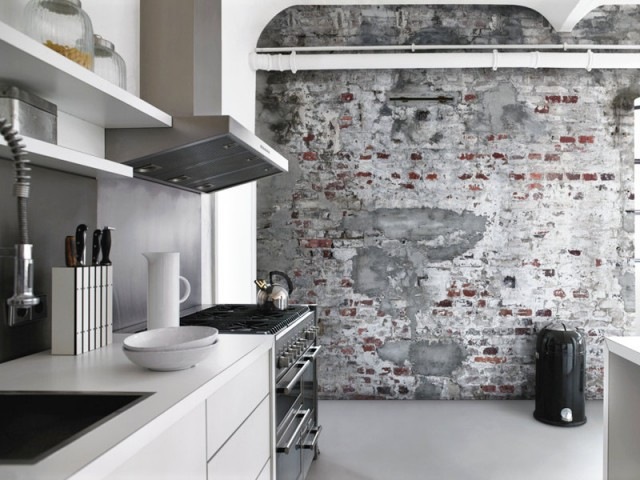 Du papier peint trompe l'oeil pour une cuisine industrielle - Du papier peint dans la cuisine