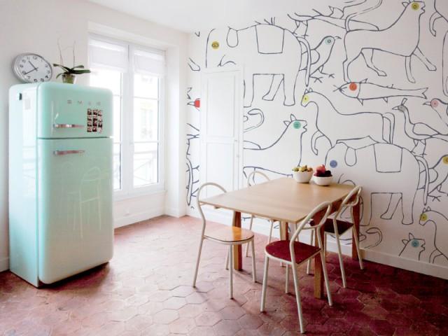 Du papier peint comme un dessin pour une cuisine pleine de bomme humeur - Du papier peint dans la cuisine