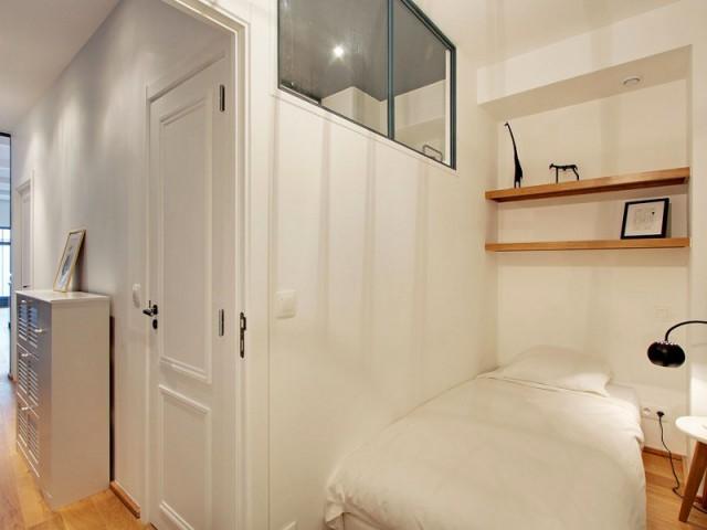 Au fond, une petite chambre discrète - Une ancienne imprimerie transformée en loft industriel
