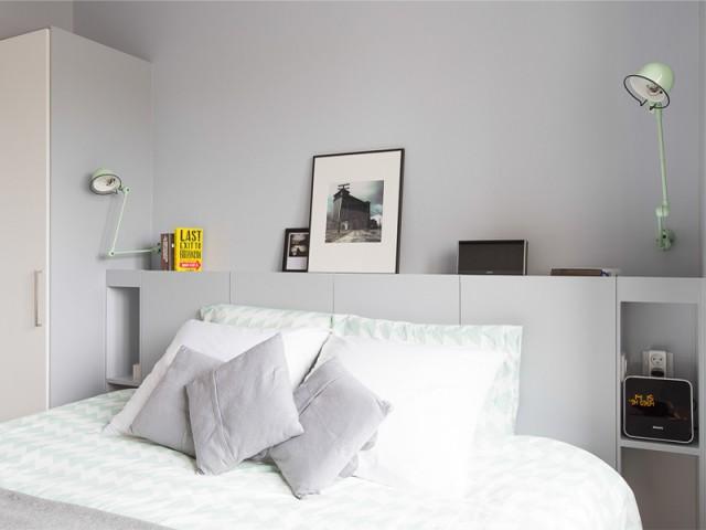 Un camaïeu de gris relevé par des pointes de vert amande - Un appartement à l'élégante sobriété