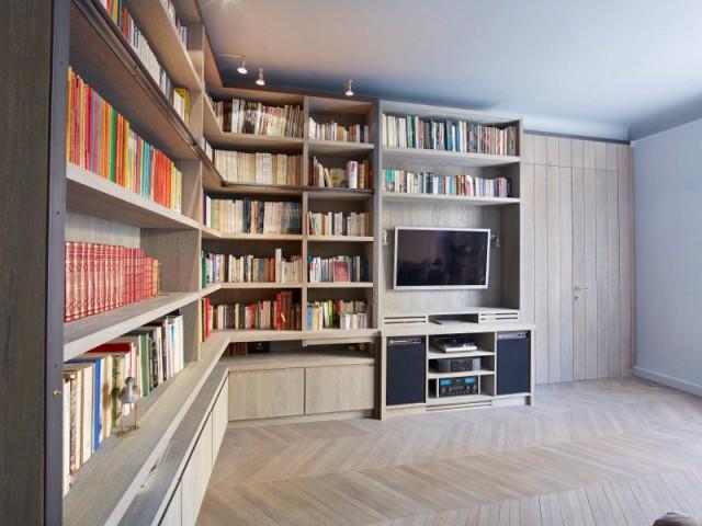 Une bibliothèque glissée dans un angle, au centimètre près - Une bibliothèque sur mesure signée Xavie'z