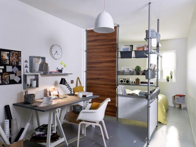 Une cloison à composer pour équiper un coin bureau - Une séparation légère pour créer un bureau