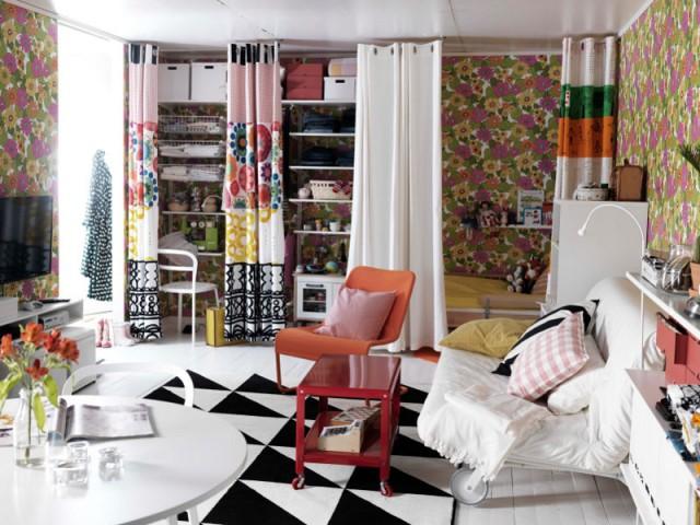 Une paire de rideaux pour dissimuler un coin bureau - Une séparation légère pour créer un bureau