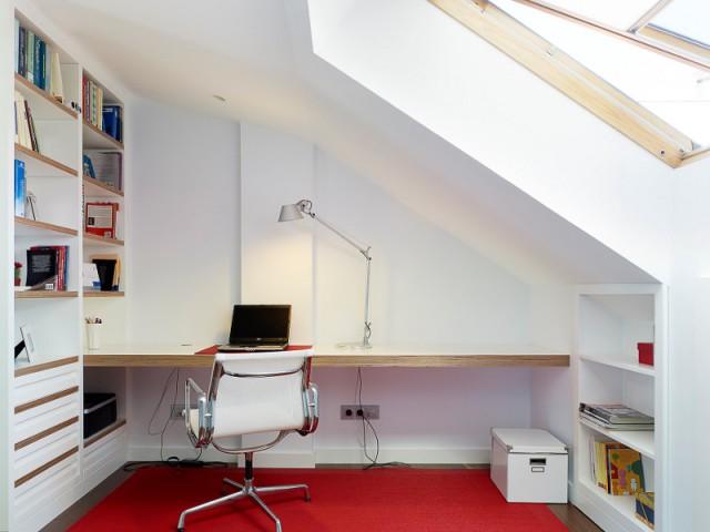 Un bureau sous les toits - Duplex à La Corogne par CastroFerro Architectes