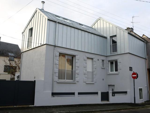 Une façade plus homogène et plus moderne - Une surélévation zinc