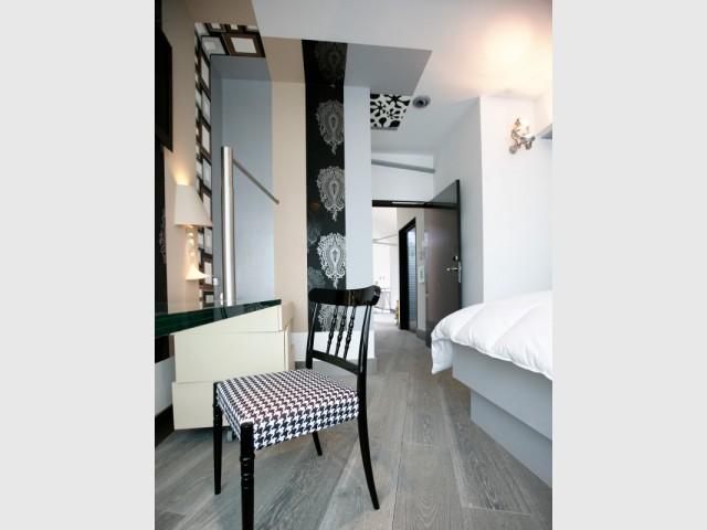Un plafond habillé de lés de papier peint - Un plafond original